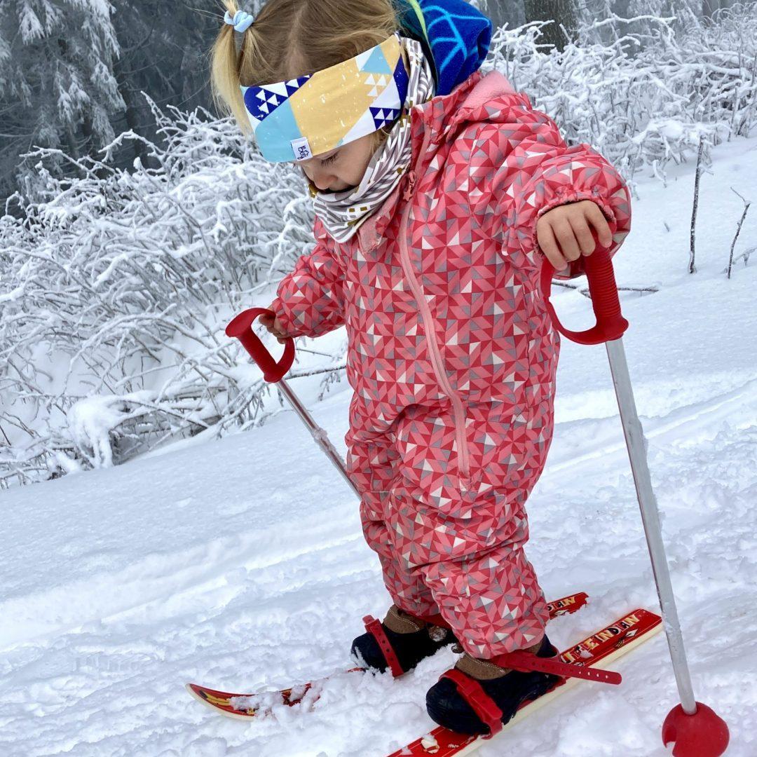 Skifahren mit Kleinkind. Wahnsinn im Tiefschnee.