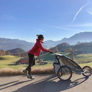 Trailrun mit Kinderwagen. Oder: Mama im Matsch.